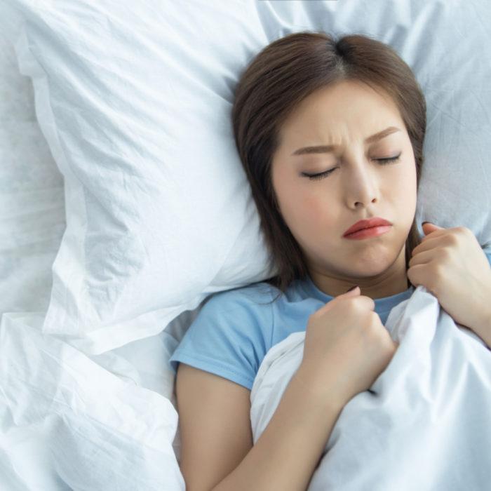 て ビク っ なる 寝 てる 時