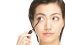 美容外科で販売される「まつげ美容液」が話題!市販のまつげ美容液とどう違うの?