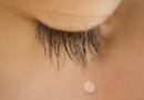 【まつげ・目の仕組み基礎知識】そもそも、目から涙が出るのはなぜ?サロンでの簡単な対処とおまけ雑学をチェック