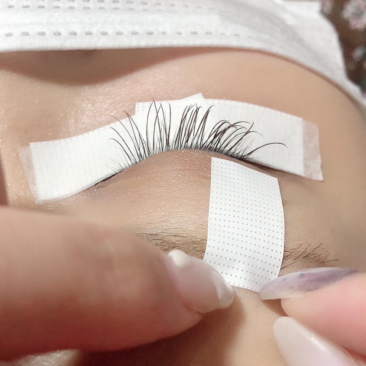 【画像解説】目頭や目尻にまつ毛がテープで上がりずらい場合、どうすればいい?